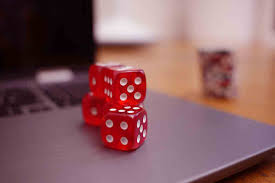 What are the types of online casino games?